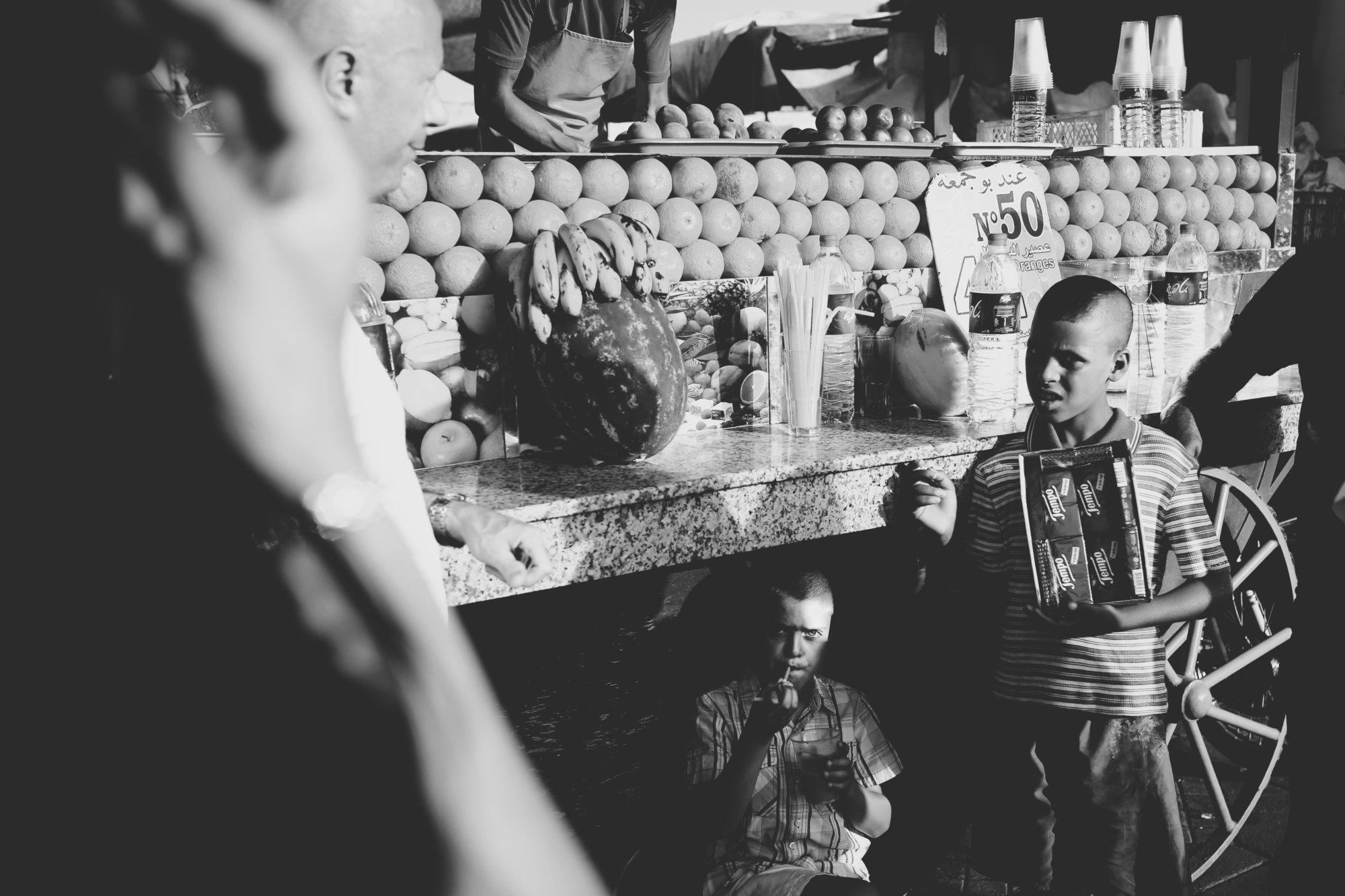 benoit-having-marocain-orange-juice-marokko-2016-mcu-ausflug